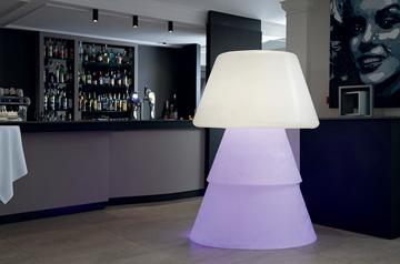 Lampe plastique Helio en décoration intérieure