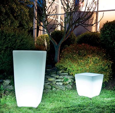Jardinière lumineuse en plastique