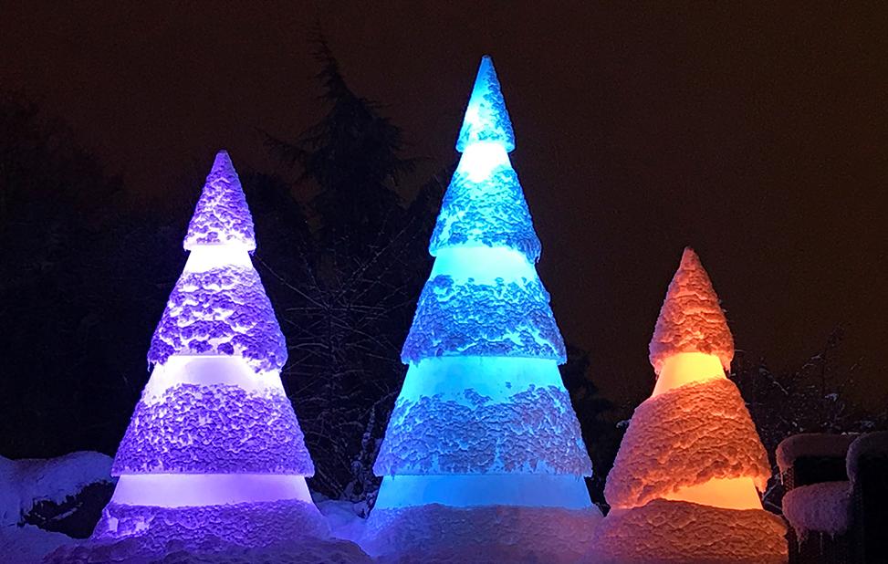 sapin lumineux à led de différentes couleurs